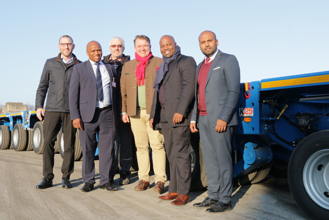 Rainer Sasse, Key Account Manager TII Sales, Wiseman Musekiwa, Head of Department Multi Axles/Lowbeds at Eskom Rotek Industries, Friedrich Messer, Head of Approval SCHEUERLE, Dr. Axel Müller, President TII Group, Sitsabo Kuhlase, General Manager Logistics Services at Eskom Rotek Industries und Ajanthas Kumarathas, Area Manager Sales nach Abnahme der ersten Fahrzeuge.