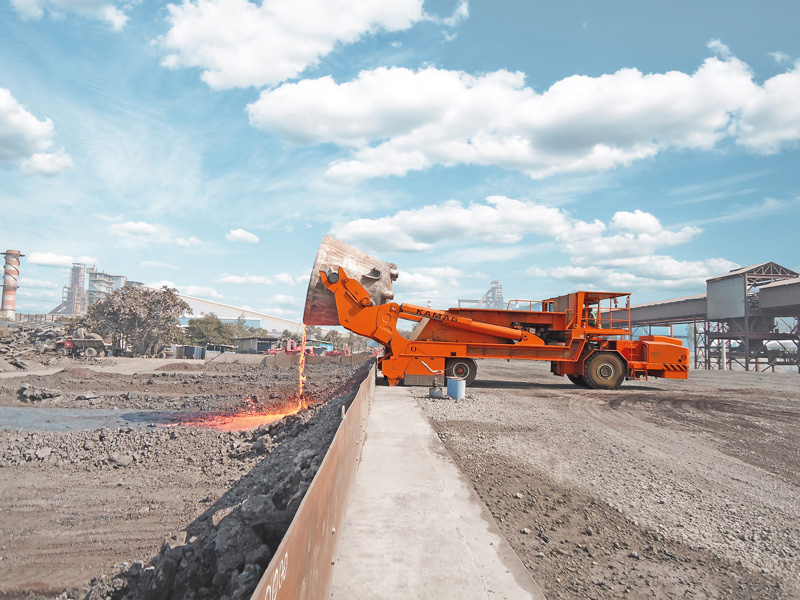Up to 150 tonnes of molten slag with temperatures of 1300°C - TII Group's slag pot transporters make a very convincing case during transport operations thanks to their fast pick up and setting down procedures, low ride height and comprehensive range of safety features.